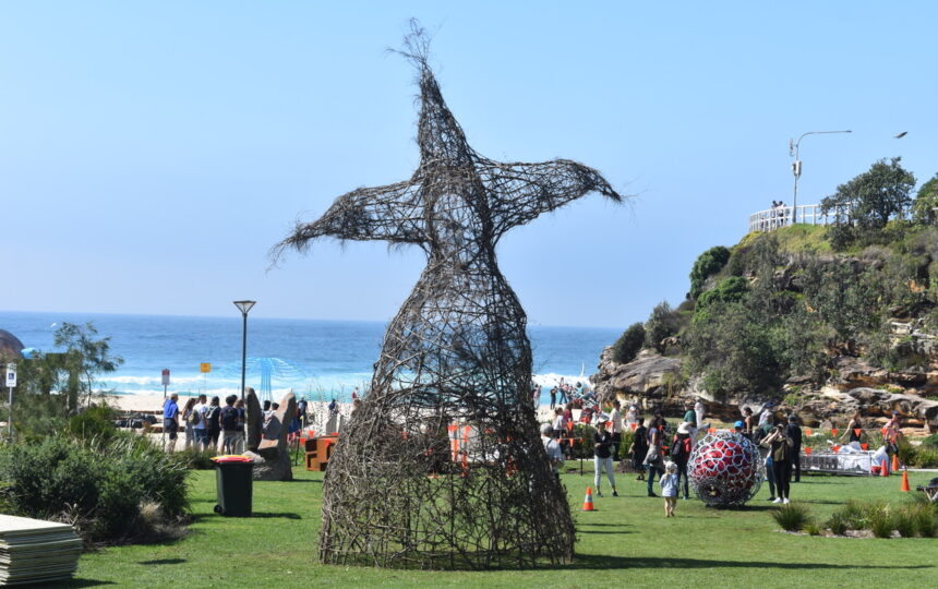 'Buddy' Stands Tall Over Bondi to Bronte Coastal Walk during Sculpture by the Sea 2018